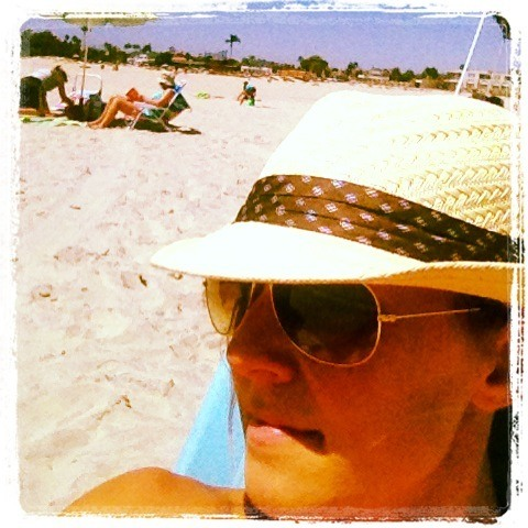 hip travel mama relaxing on beach